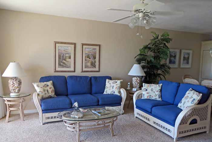 Gulf Beach #103 Living Room with Queen Size Sofa Sleeper