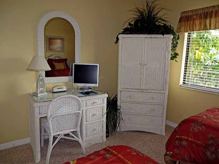 Sand Pointe #226 Guest Bedroom Desk and Computer