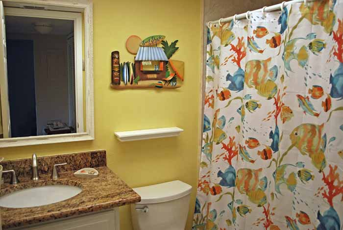 10 Tropical Guest Bath
