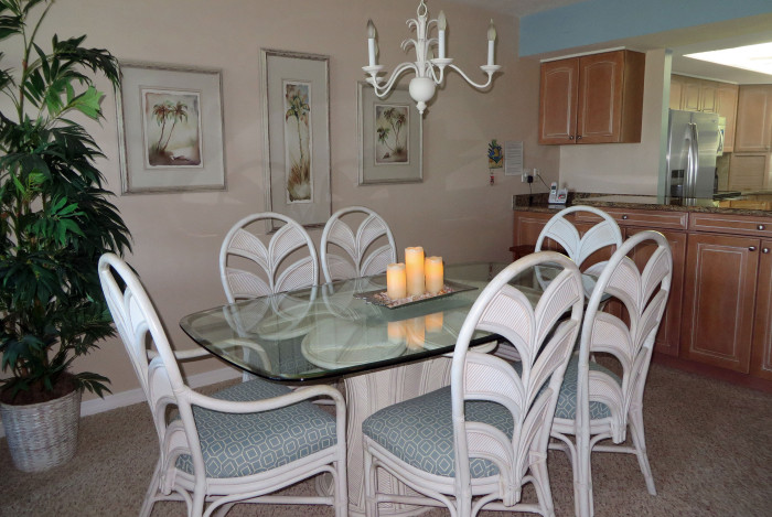 Sand Pointe #226 dinig Room Seats six