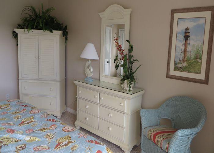 http://www.ilovesanibel.com/wp-content/uploads/2014/11/Sand-Pointe-226master-Bedroom-1.jpg
